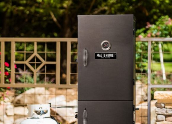 Masterbuilt-Dual-Fuel-Smoker-lifestyle-MDS230S-600x899